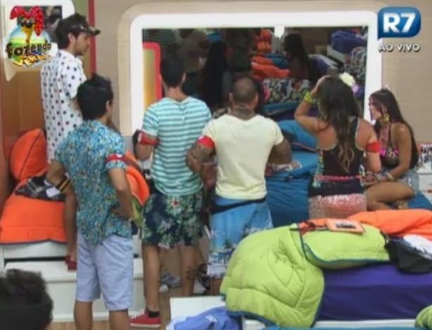 Peões aguardam início da primeira festa do reality