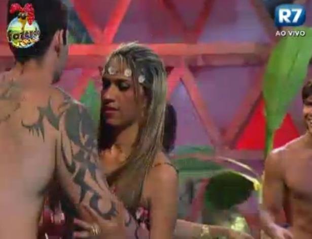 Thyago dança com Gabriela