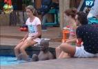 Na piscina, peões conversam sobre as recentes atitudes de Angelis - Reprodução/Record