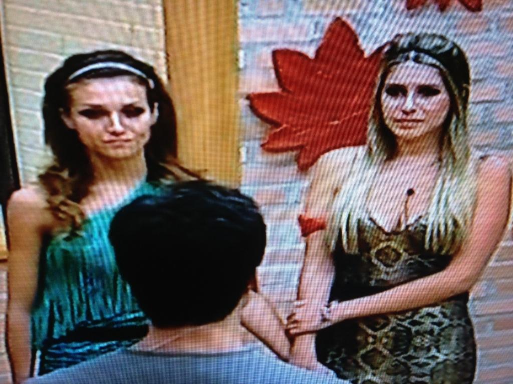Rodrigo Faro anuncia quem fica no programa para Claudia e Bianca