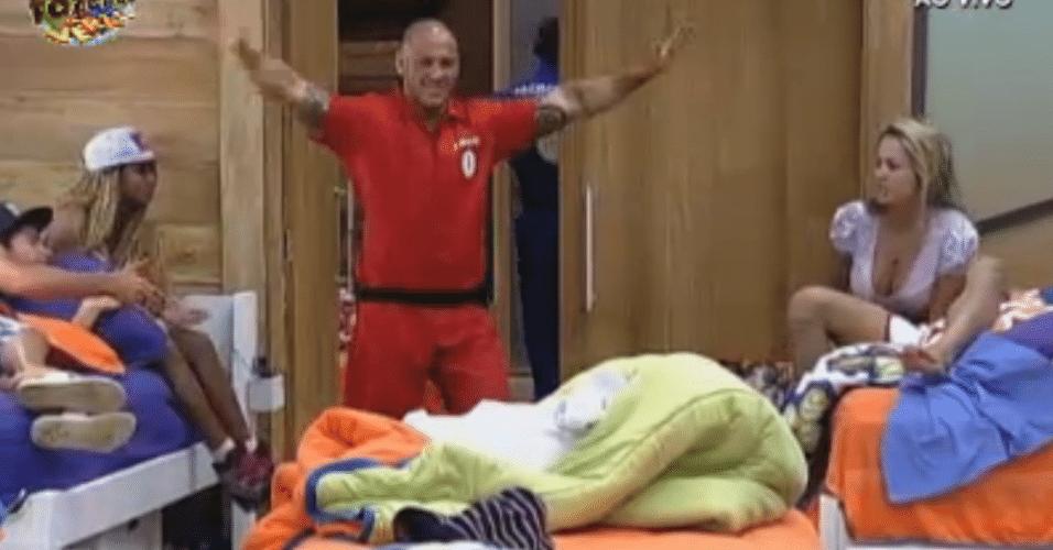 Rodrigo Simões se despede dos peões e parte para o Duelo da semana