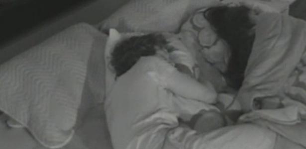 Peões dormem na manhã deste sábado (10)