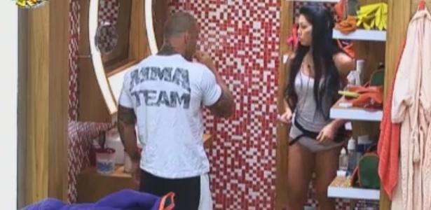 Rodrigo Simões e Natalia se arrumam