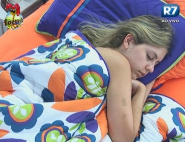 Bianca dorme no quarto da Sede