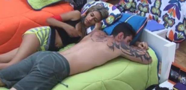 Gabriela e Thyago descansam depois do almoço