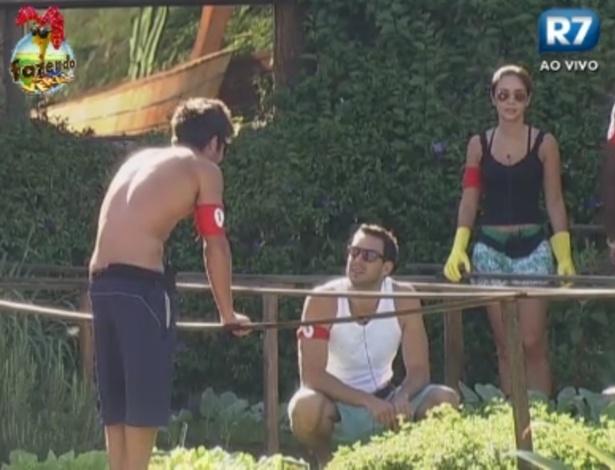 Victor, Rodrigo Carril e Flavia dividem atividades