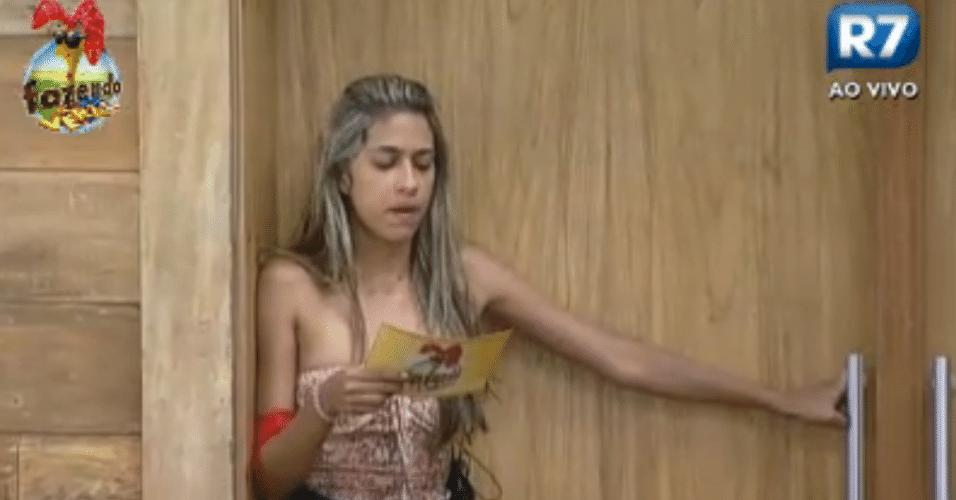 Gabriela lê as regras da atividade desta segunda (12)