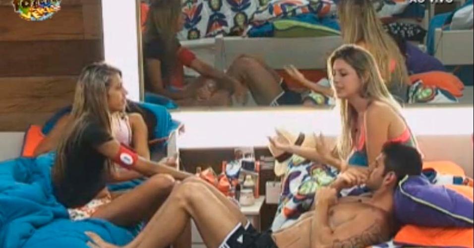 Gabriela diz que se acha parecida com Nicole Bahls
