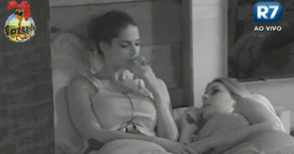 Bianca e Nuelle conversam sobre a atividade da noite