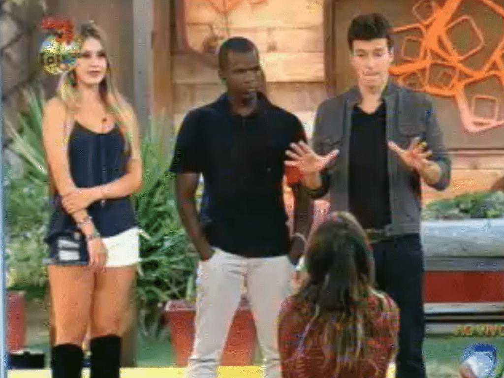 Ao fim da votação, Angelis escolheu entre Raphael e Bianca seu adversário na Roça