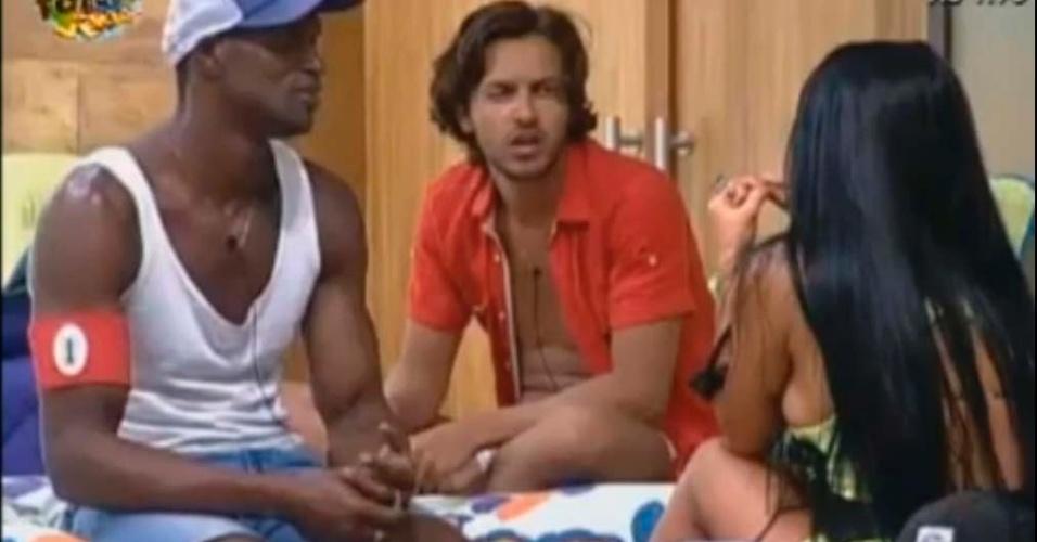 Haysam confunde Bonnie e Clyde com um casal de Gays
