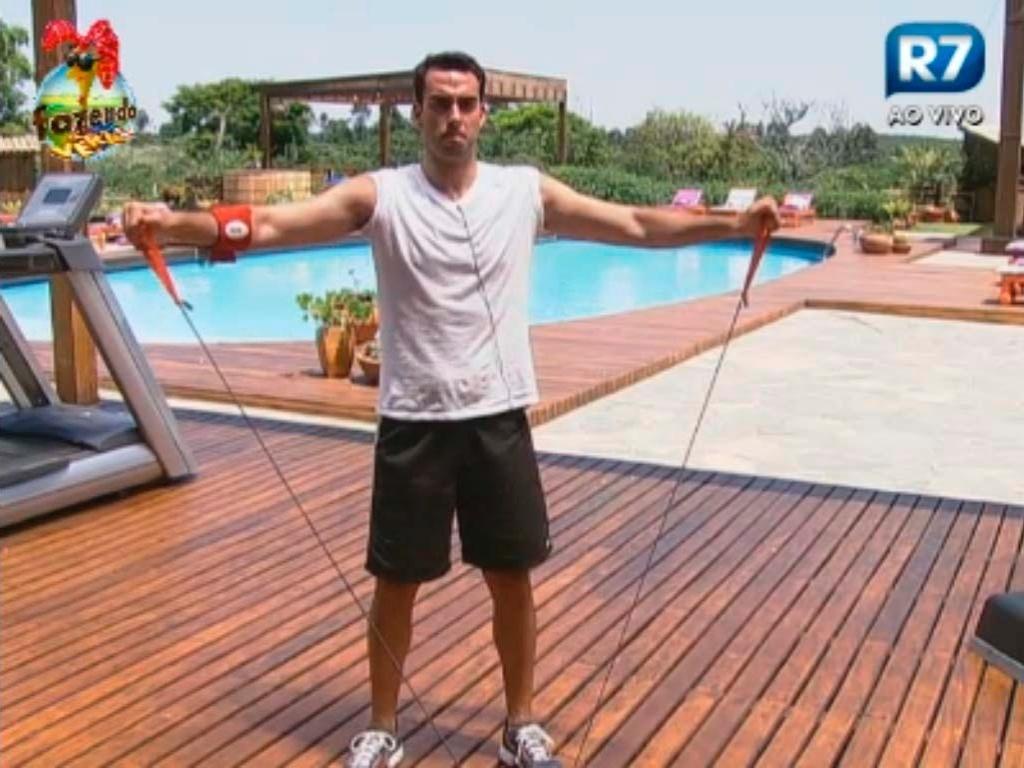 Rodrigo Carril diz que quer perder peso com malhação