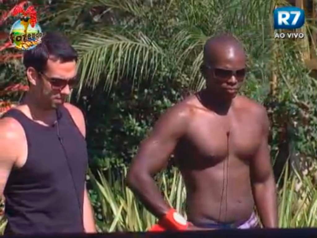 Raphael e Carril conversam sobre briga com Halan