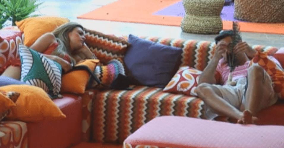 Carril e Manoella conversam sobre vida profissional