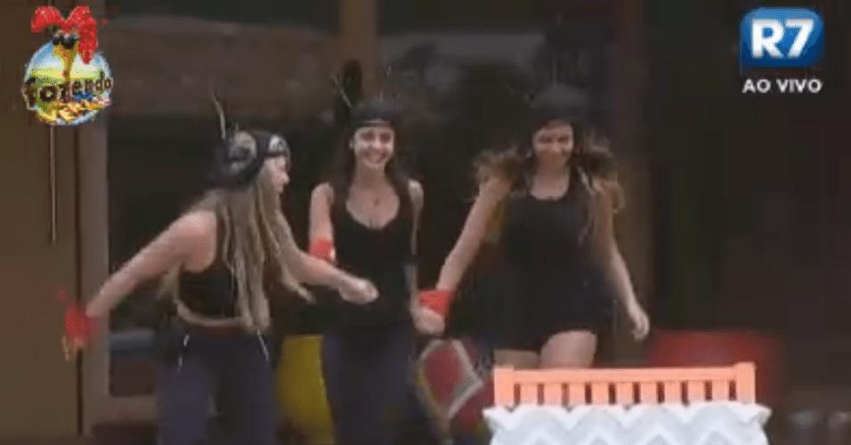 Ísis, Flávia e Angelis se vestem de formiga para trabalhar