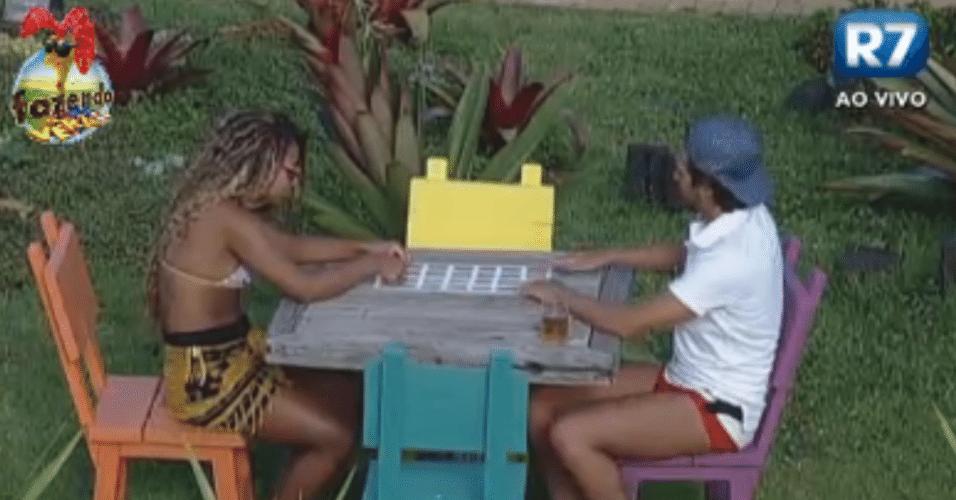Haysam e Karine bricam na nova mesa de jogo