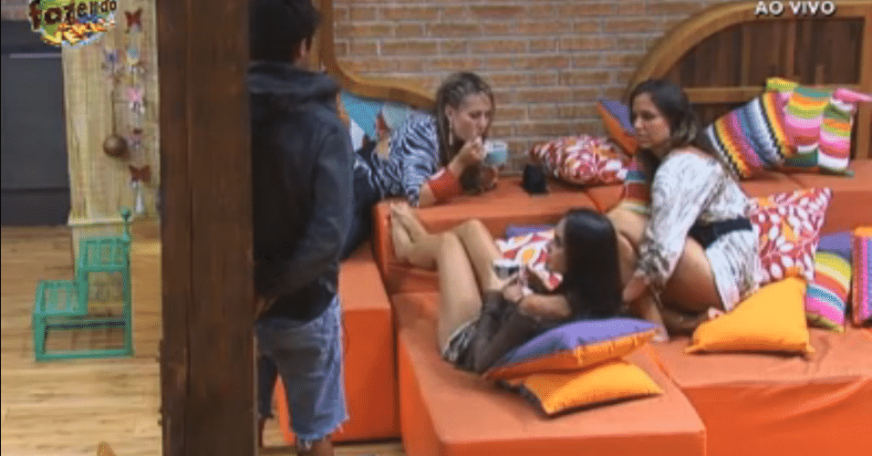 Ísis, Flávia e Angelis falam com Vitor sobre Natalia