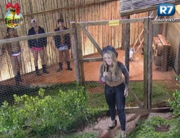 Ísis comanda atividade com peões no galinheiro