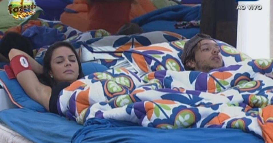 Flavia e Haysam dividem cama