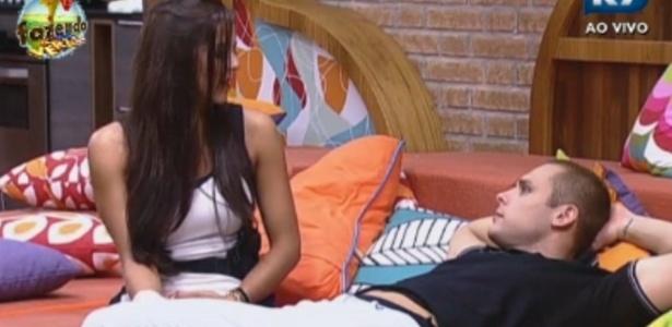 Lucas Barreto elogia Nuelle Alves em sua primeira noite no reality