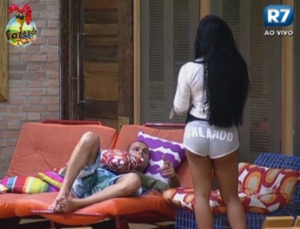 Lucas diz para a Natalia que gostou de Karine