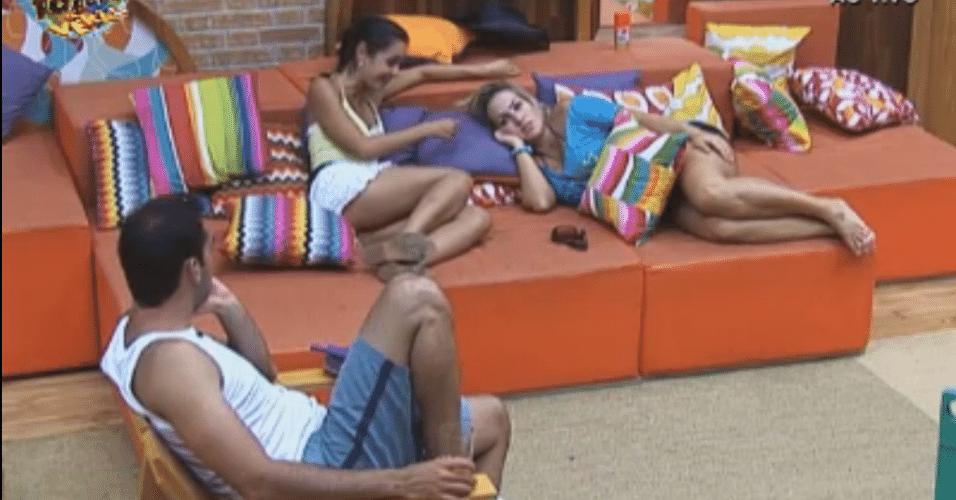 Ísis, Rodrigo e Flávia falam sobre atividade