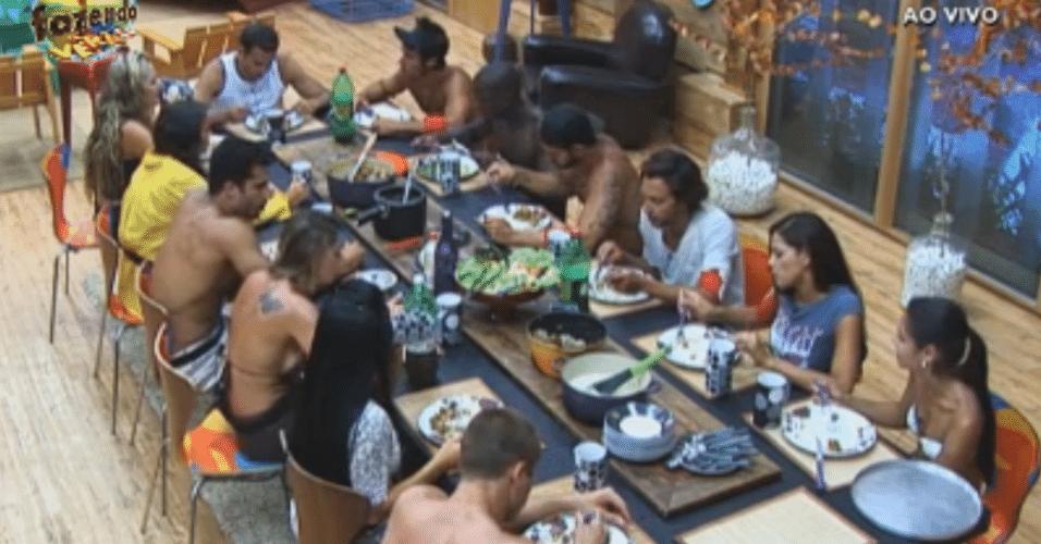 Peões almoçam, antes de irem para atividade
