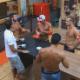 Lucas interage com os homens da casa - Reprodução/Record