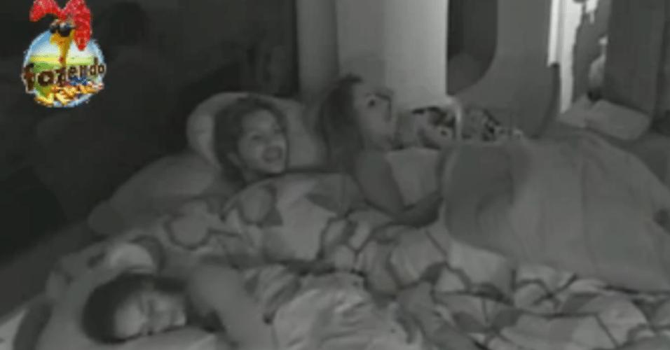 Com medo do Lucas, Karine dorme com Flávia e Haysam