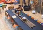 Haysam convida, mas Lucas espera todos comerem para depois jantar sozinho - Reprodução/Record
