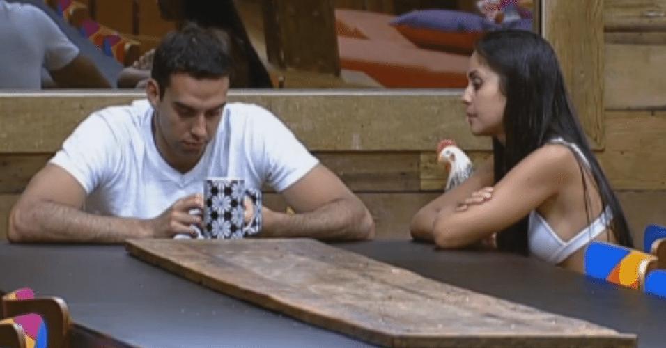Flávia comenta com Carril sobre a briga com Angelis