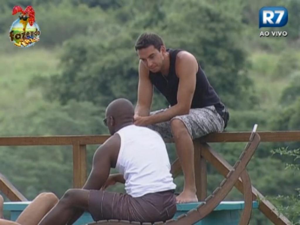 Carril e Raphael conversam sobre próximas roças
