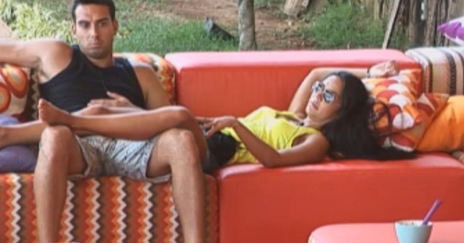 Carril tenta convencer Flavia a mandar Angelis para a equipe Formiga
