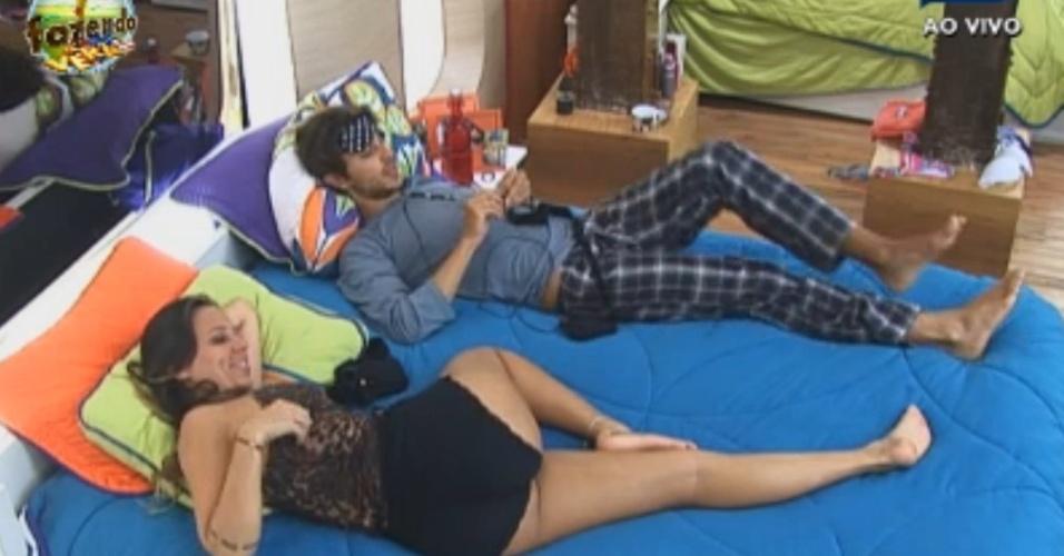 Hyasam e Angelis dividem cama