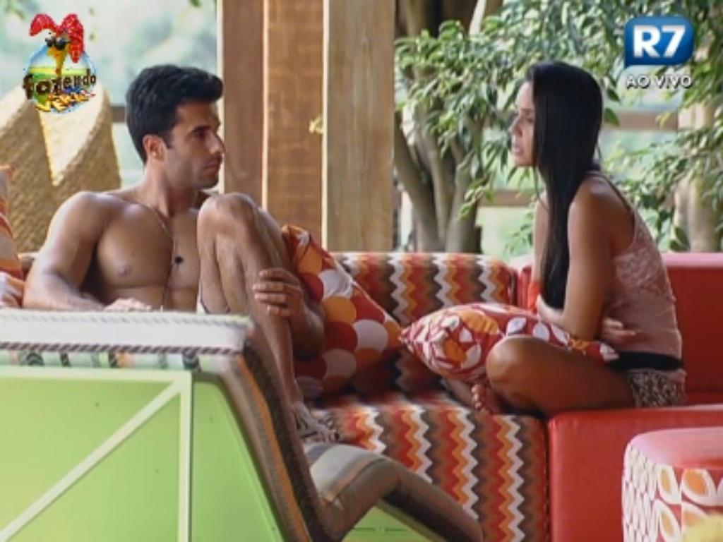Flavia conversa com Dan sobre Thyago