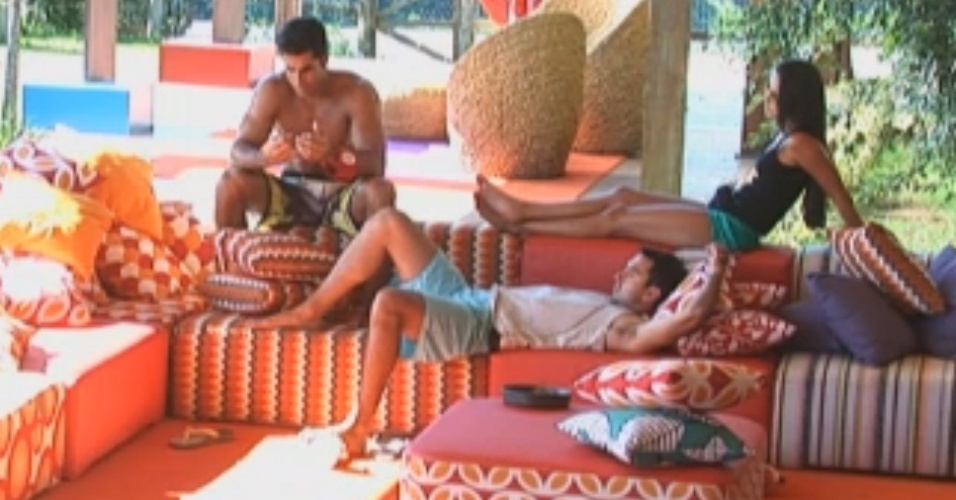 Flavia, Carril e Dan conversam sobre a vida pós-confinameto