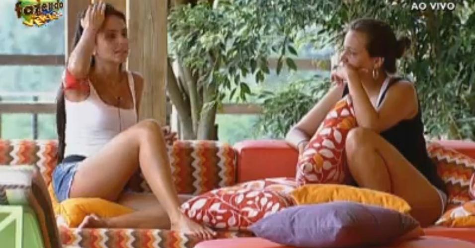 Flavia conversa com Angelis e explica voto em Thyago