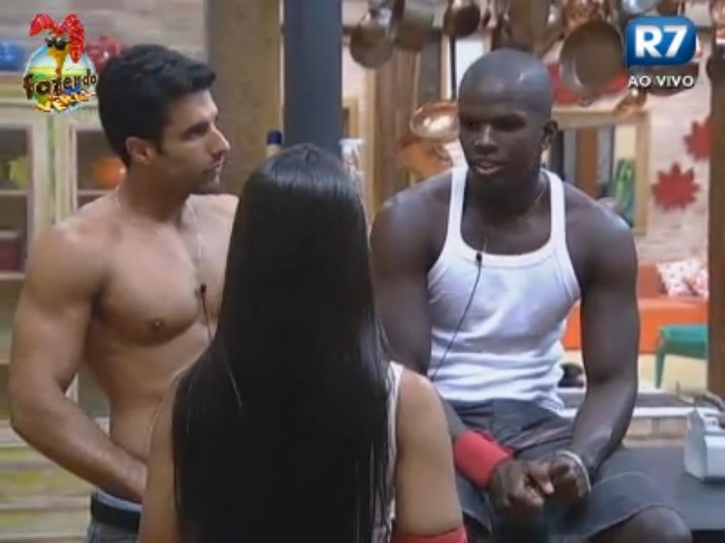 Flavia propõe atividade para Dan e Raphael