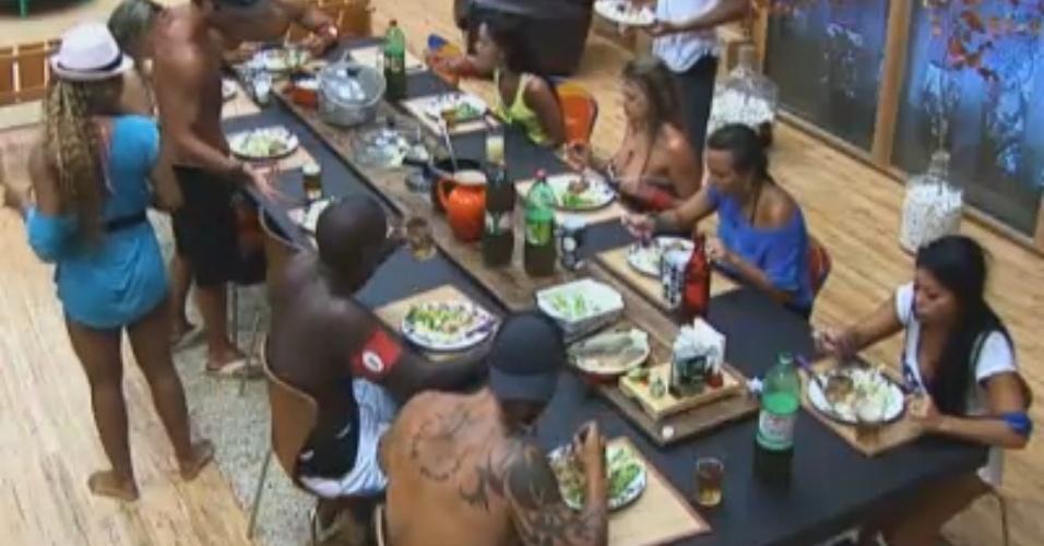 Como em raras vezes aconteceu, todos peões almoçam juntos