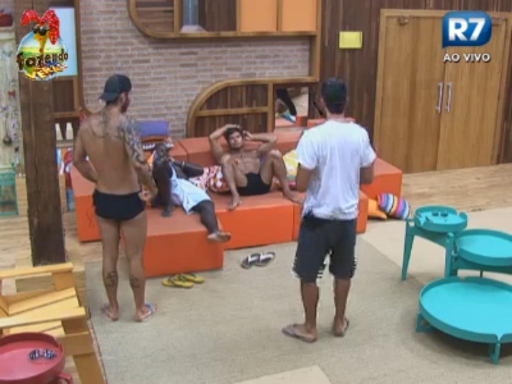 Peões conversam sobre cláusulas do contrato com a emissora