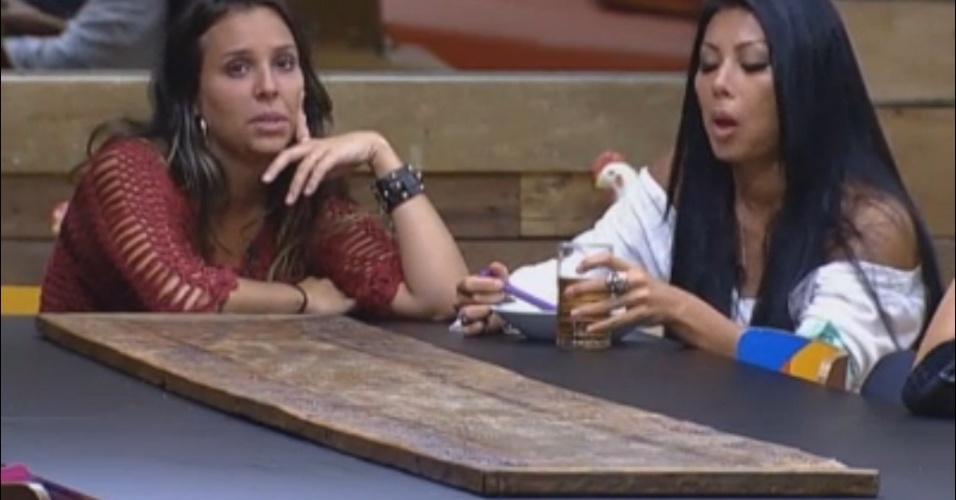 Angelis conversa com Natália e Flávia