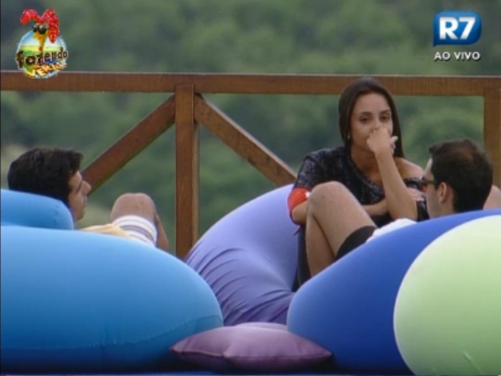 Carril, Dan e Flávia fazem planos para proteger amigos na