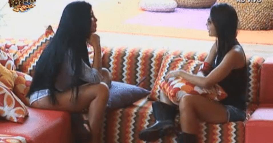 Flávia desabafa com Natália
