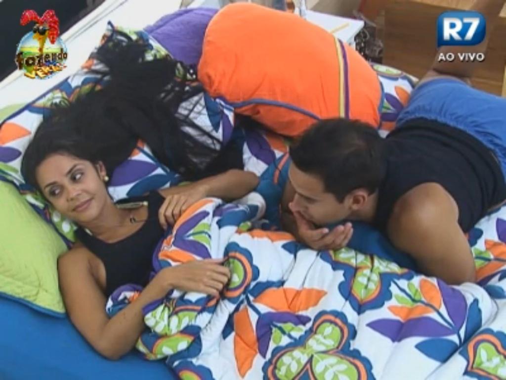 Flávia conversa com Carril e Dan sobre próxima roça