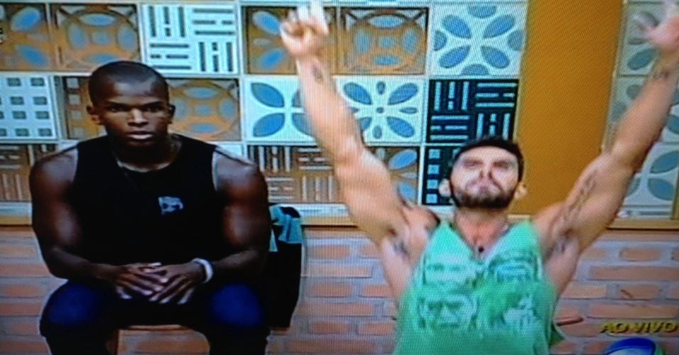 Thyago comemora vitória na roça e elimina Raphael