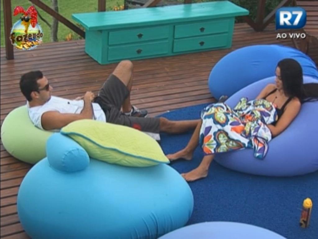 Carril e Flávia conversam sobre a formação da roça