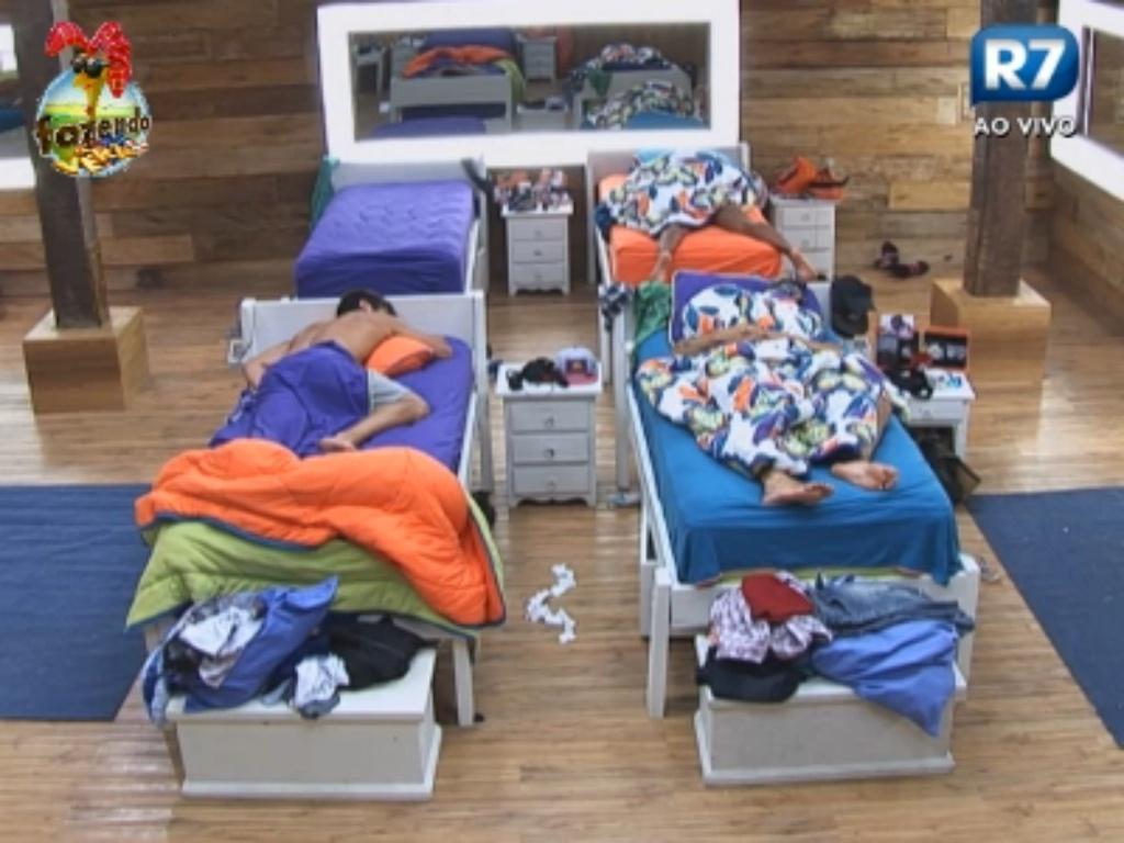 Peões dormem antes de festa