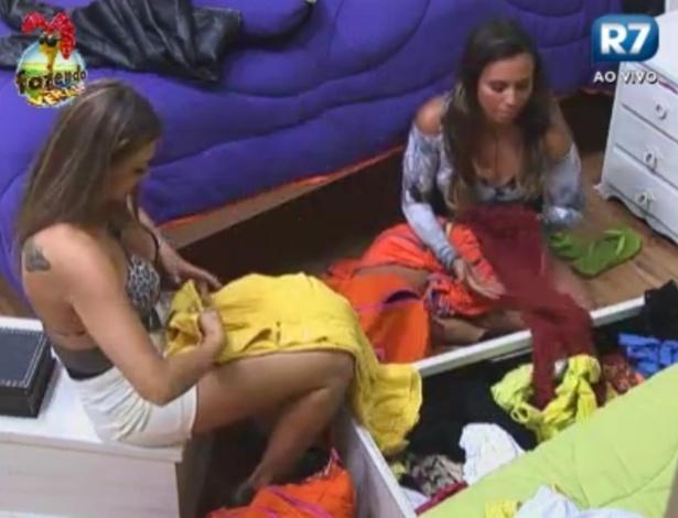 Manoella ajuda Angelis a arrumar malas