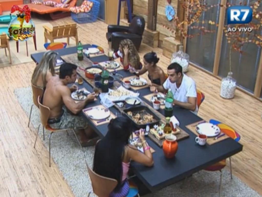 Peões almoçam juntos