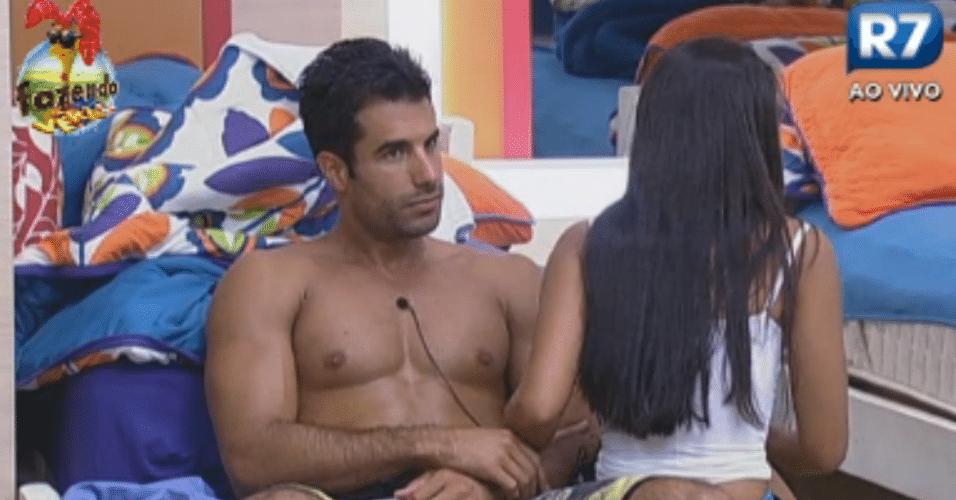 Dan e Flávia comentam como é bom não ter que acordar cedo